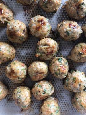 Recette de boulettes de poulet à citronnelle de Cook with Lu