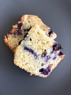 Recette du cake aux myrtilles, citron et graines de pivot de Nourish by Lu